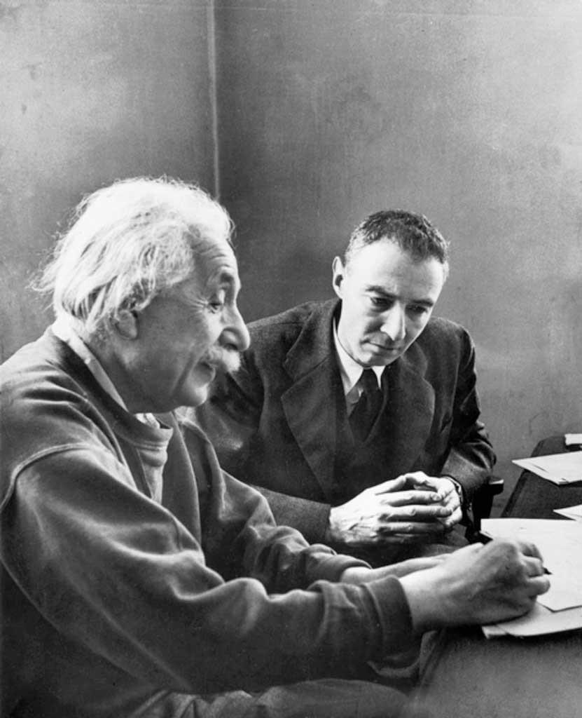 Fig. 2. Einstein og Oppenheimer 1950.