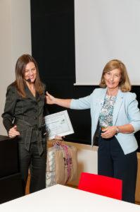 Til venstre: Camilla Zimmermann fra PRC sitt samarbeidssenter i Toronto som holdt årets «GW Hanks Lecture». Til høyre: Marie Fallon, professor i Edinburgh og en av to co-directors i PRC. (Foto: OUS)