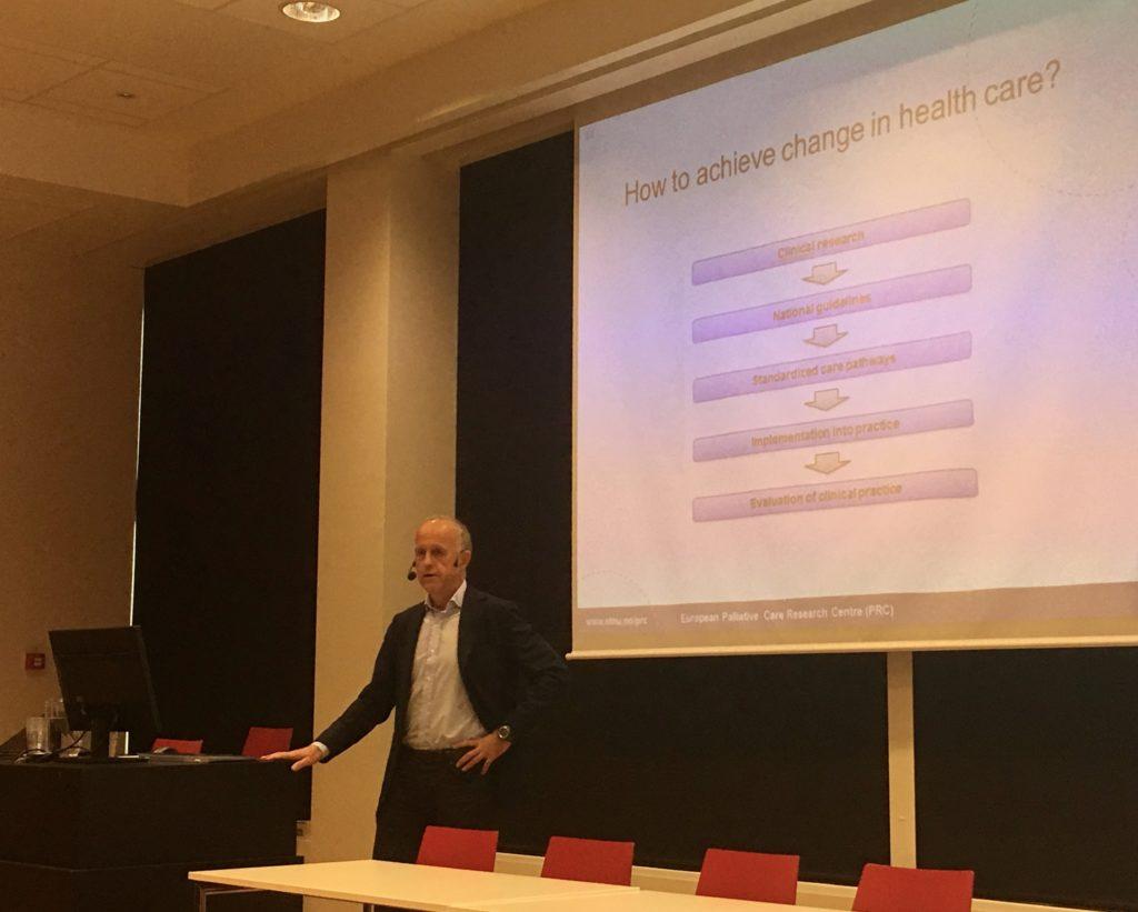 Professor og avdelingsleder for kreftbehandling ved Oslo Universitets- sykehus, Stein Kaasa, er leder for forskningssenteret- og nettverket.